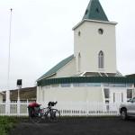 Reykjahlíð mit Lavastrom hinter der Kirche