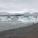 hier kalbt der Breiðamerkurjökull in einem kleinen See