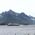 das Postschiff fährt zum Trollfjord