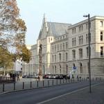 Säule des Christentums vor dem Regierungsgebäude