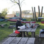 Helmut beim Abendbrot im Kanu-Camp
