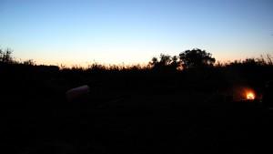 Sonnenuntergang und Lagerfeuer