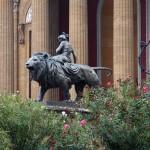 vor dem Teatro Massimo